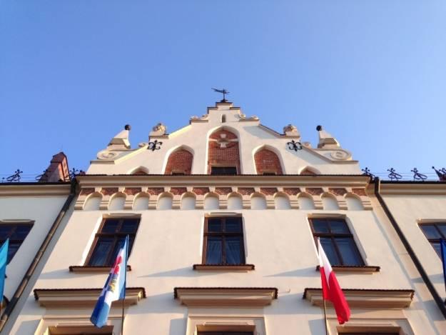 Aktualności Rzeszów | Jutro kolejny raz podświetlą rzeszowski Ratusz. Tym razem na turkusowo