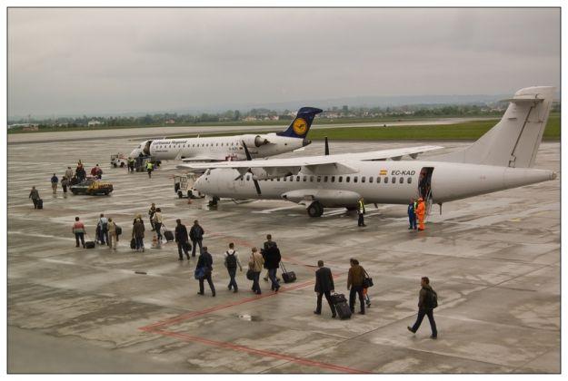 Aktualności Rzeszów | Awanturnik na pokładzie samolotu. Zatrzymany na lotnisku w Rzeszowie