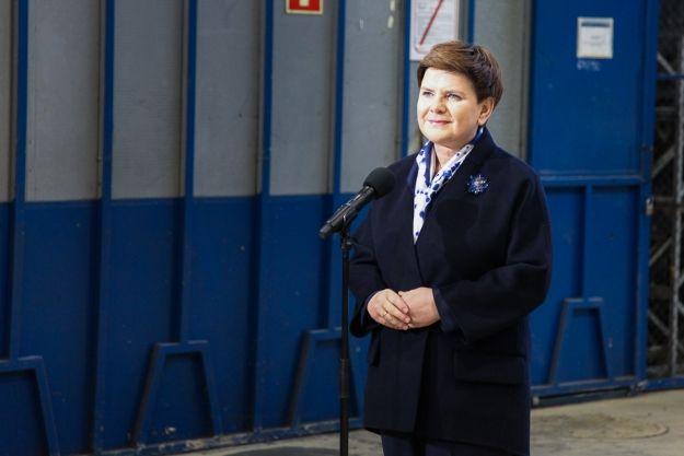 Aktualności Podkarpacie | Będą produkować nowe autobusy i pojazdy dla wojska. Premier Beata Szydło w sanockim Autosanie