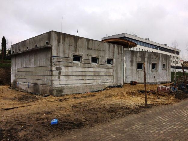 Aktualności Rzeszów | Trwa budowa miejskiego szaletu na Bulwarach