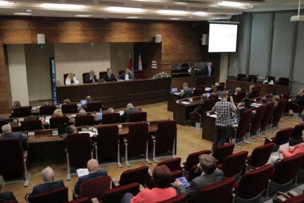 Aktualności Podkarpacie | Inwestycje drogowe i prace konserwatorskie przy zabytkach. Radni województwa podjęli kluczowe decyzje