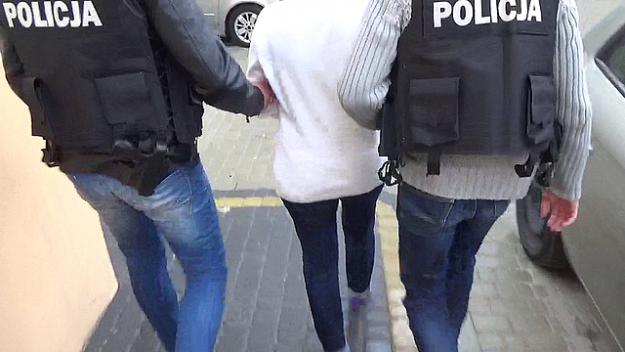 Aktualności Rzeszów | Rzeszowscy policjanci zatrzymali lekarkę przyjmującą łapówki. Kobieta usłyszała 38 zarzutów