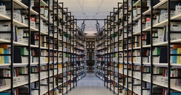Aktualności Rzeszów | Rzeszowska biblioteka zbiera książki dla polskiej placówki w Belgii. Wesprzeć akcję może każdy mieszkaniec