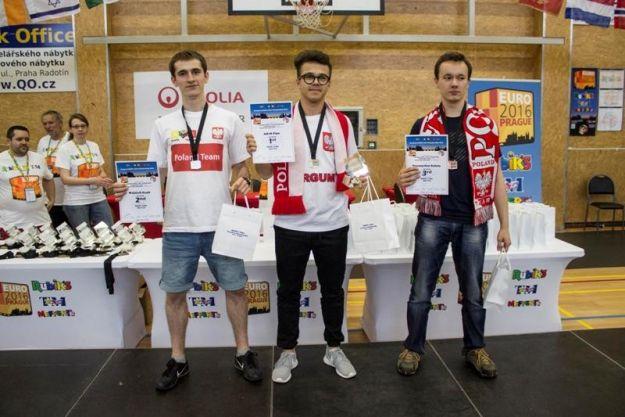 Aktualności Rzeszów | Stopami, jedną ręką, z zasłoniętymi oczami. Mistrzostwa Europy w układaniu kostki Rubika z sukcesem dla rzeszowianina