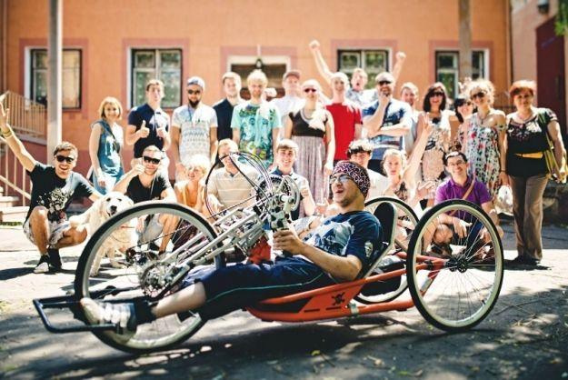 Aktualności Rzeszów | Specjalnym rowerem do Lizbony. Absolwent WSIiZ pomaga choremu przyjacielowi zrealizować marzenie