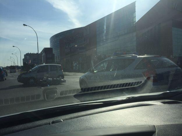 Aktualności Rzeszów | Wypadek przy al. Kopisto. Zderzenie motocyklisty z autem osobowym
