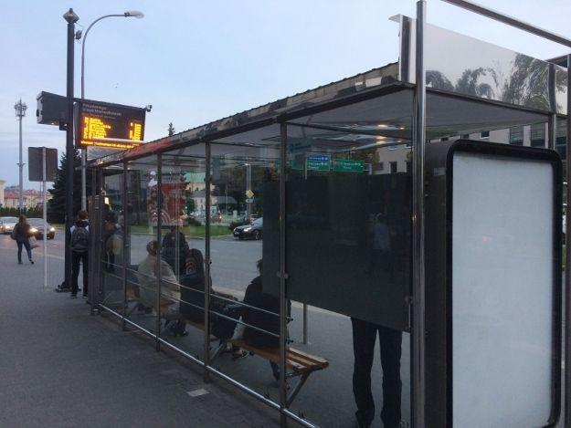Aktualności Rzeszów | Ruszyła budowa kolejnych nowoczesnych wiat przystankowych