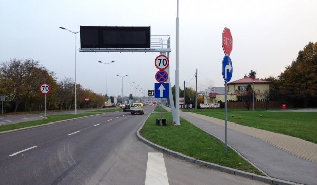 Aktualno�ci Rzesz�w |  Montuj� wielkie tablice nad g��wnymi ulicami Rzeszowa. Do czego b�d� s�u�y�y?