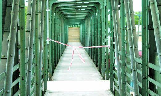Aktualności Rzeszów | Kładka nad torami zamknięta do końca sierpnia