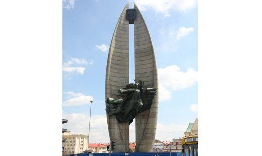 Aktualności Rzeszów | Bernardyni chcą oddać pomnik Walk Rewolucyjnych miastu