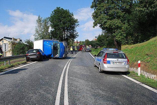 Aktualności Podkarpacie | Zderzenie osobówki z ciężarówką w Zarzeczu. 3 osoby ranne