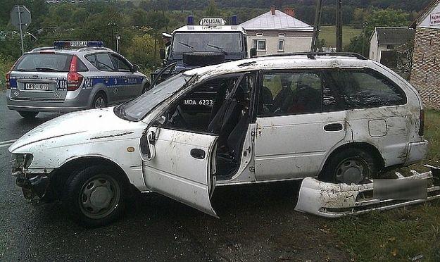Aktualności Podkarpacie | Samochód dachował w Zarzeczu