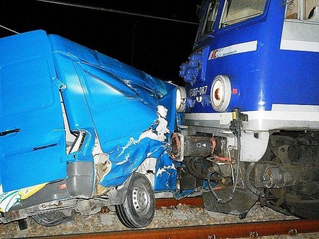 Aktualności Podkarpacie | Zderzenie samochodu dostawczego z pociągiem