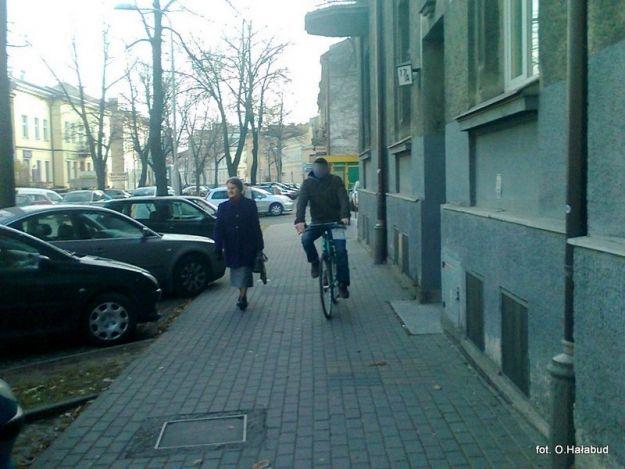 Aktualności Rzeszów | Ile wolno rowerzyście na chodniku?
