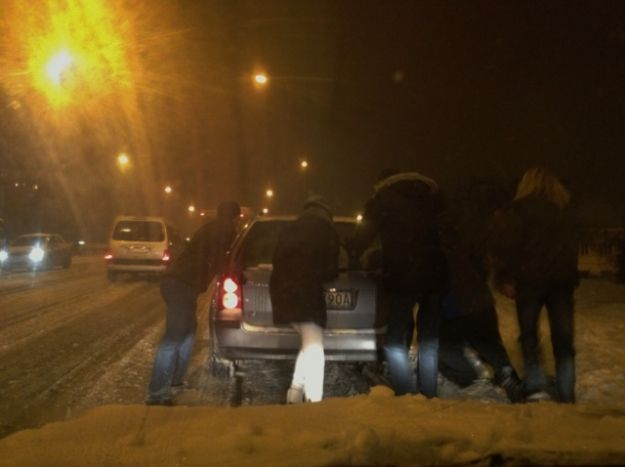 Aktualności Rzeszów | Pomagali kierowcom wjechać na wiadukt Tarnobrzeski