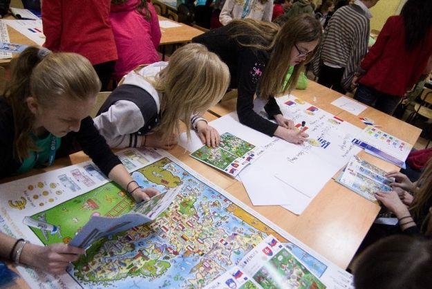 Aktualności Rzeszów | Ekonomiczny Uniwersytet Dziecięcy rozdaje indeksy