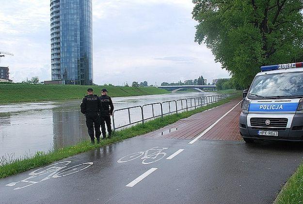Rzeszowscy policjanci monitorują stan rzek - Aktualności Rzeszów