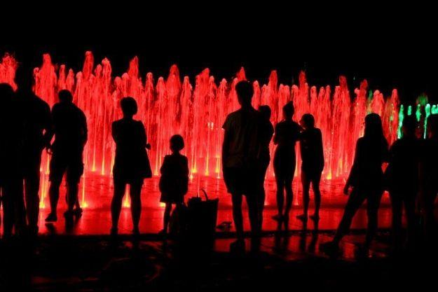 Znamy terminy pokazów specjalnych multimedialnej fontanny - Aktualności Rzeszów