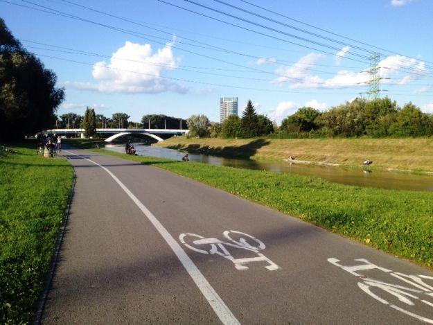 Poszerzą ścieżkę rowerową nad Wisłokiem - Aktualności Rzeszów
