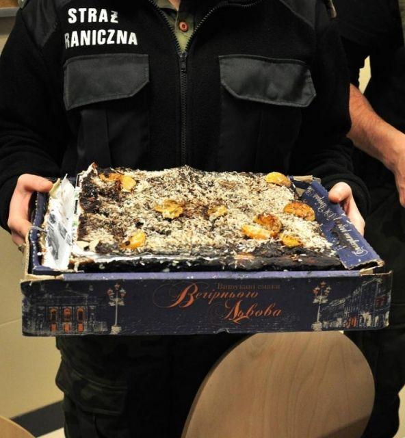 Tort z mandarynkami, polewą czekoladową i... papierosami - Aktualności Podkarpacie