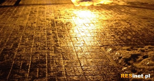 Uwaga piesi i kierowcy! Wiatr, deszcz i gołoledź - Aktualności Rzeszów