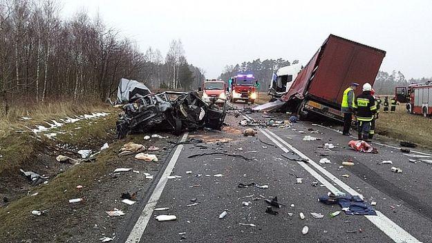 FOTO. Śmiertelny wypadek. Zderzenie dwóch ciężarówek i osobówki - Aktualności Podkarpacie