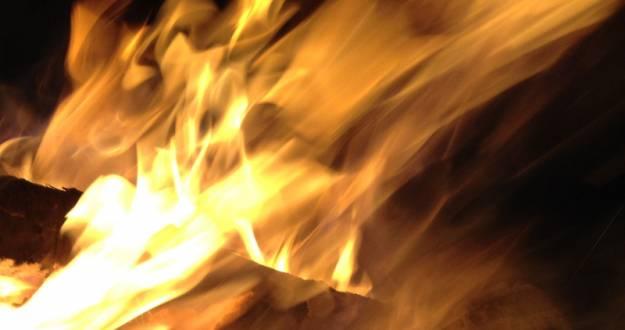 Pożar w Niebylcu. Zapalił się pustostan - Aktualności Podkarpacie