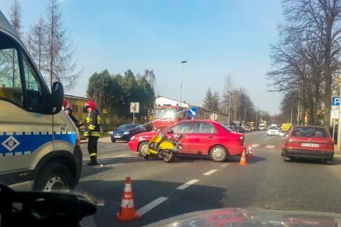 Zderzenie skutera z samochodem osobowym na Dąbrowskiego - Aktualności Rzeszów