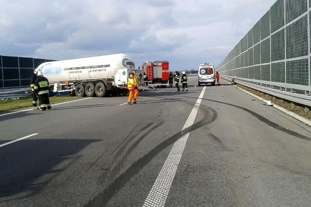 Wypadek cysterny na autostradzie A4 - Aktualności Podkarpacie