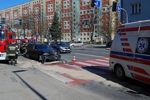 Zderzenie dwóch samochodów na ul. Dąbrowskiego - Aktualności Rzeszów