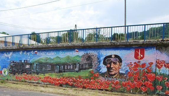 FOTO. Policjanci namalowali…graffiti - Aktualności Podkarpacie