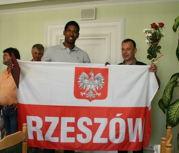 FOTO. Znany siatkarz z Kuby otrzymał polskie obywatelstwo. Uroczyste przekazanie aktu w Rzeszowie - Aktualności Rzeszów