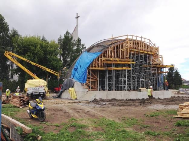 FOTO. Była drewniana, jest murowana. Nowe zdjęcia z budowy sceny w Parku Papieskim - Aktualności Rzeszów