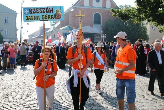 Z Rzeszowa wyruszyła piesza pielgrzymka na Jasną Górę - Aktualności Rzeszów