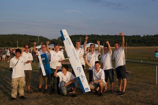 Sukces studentów PR na zawodach zdalnie sterowanych modeli samolotów - Aktualności Rzeszów
