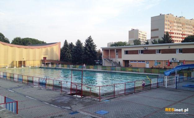 Spór radnych o baseny. Najnowsza wizja – obiekt  z 46-metrową zjeżdżalnią, biczami i wodospadem - Aktualności Rzeszów