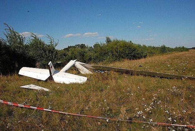 Wypadek na lotnisku. Szybowiec spadł na ziemię. Pilot z urazami nóg w rzeszowskim szpitalu - Aktualności Podkarpacie