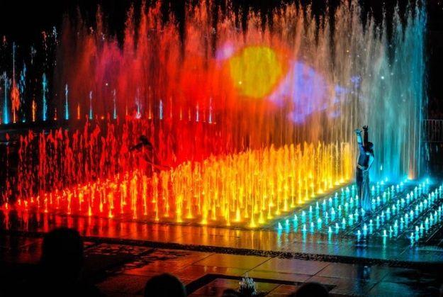 Zmiana terminów pokazów specjalnych multimedialnej fontanny  - Aktualności Rzeszów