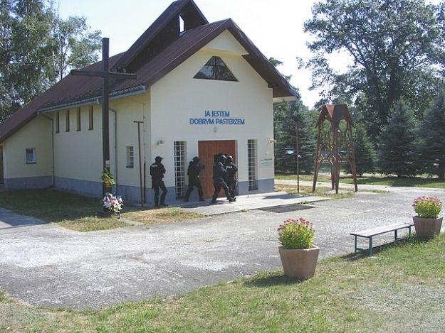 Atak uzbrojonych terrorystów na kościół w Nowej Dębie - Aktualności Podkarpacie