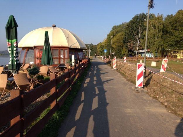 (FOTO) Poszerzają ścieżkę rowerową nad Wisłokiem - Aktualności Rzeszów