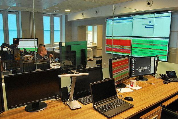 Policjanci z Rzeszowa dostali innowacyjny sprzęt teleinformatyczny i nowe Stanowisko Kierowania - Aktualności Rzeszów