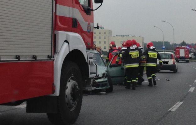 Wypadek przy Armii Krajowej w Rzeszowie. Dwie osoby ranne - Aktualności Rzeszów