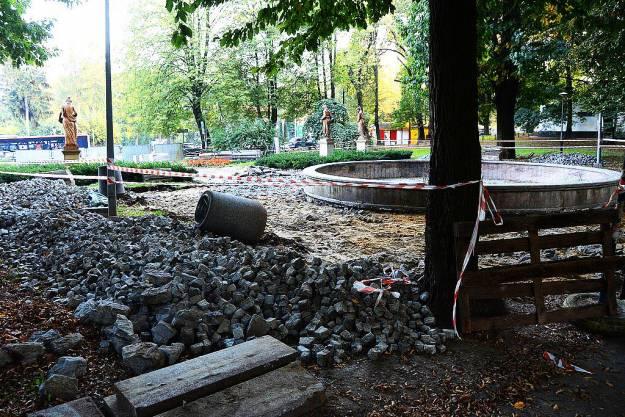 FOTO. Ruszyły prace rewitalizacyjne w parku przy ul. Dąbrowskiego - Aktualności Rzeszów