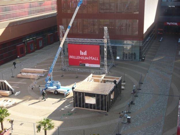 FOTO. Na skwerze Millenium Hall budują dom - Aktualności Rzeszów