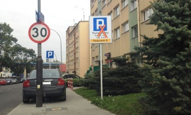 W mieście pojawiły się pierwsze znaki informujące o strefie płatnego parkowania - Aktualności Rzeszów