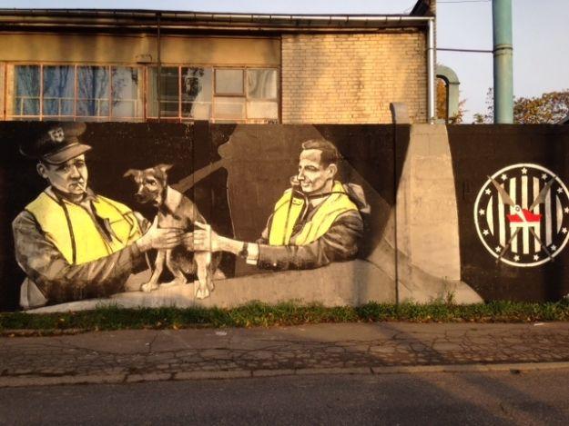 Patriotyczne graffiti przy dawnym WSK - Aktualności Rzeszów