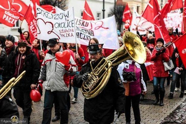 Pełen radości i okrzyków marsz w centrum Rzeszowa w szlachetnym celu - Aktualności Rzeszów