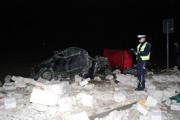 Audi A6 wjechało w przystanek. Kierowca zginął na miejscu - Aktualności Podkarpacie