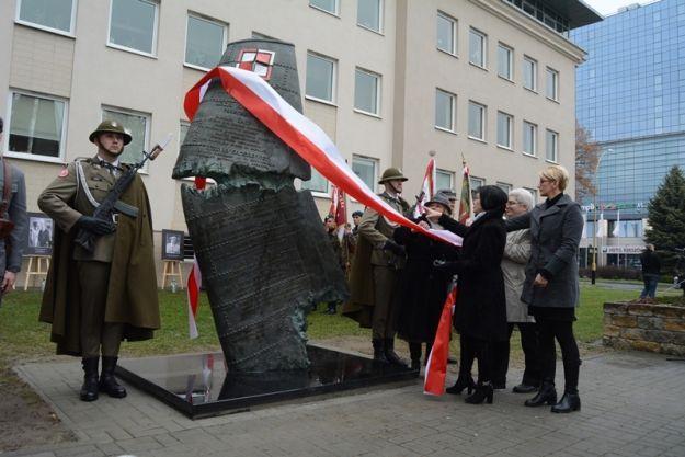 FOTO. Pomnik Ofiar Katastrofy Smoleńskiej odsłonięty - Aktualności Rzeszów
