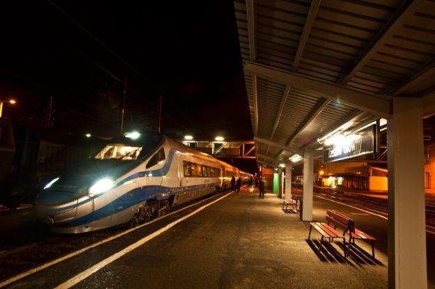 FOTO. Stoi na stacji... Pendolino. Zobaczcie zdjęcia maszyny na dworcu w Rzeszowie - Aktualności Rzeszów